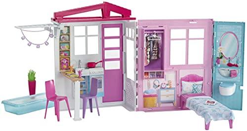 Barbie casa portátil de una planta con piscina, muebles y accesorios (Mattel GLL69),...