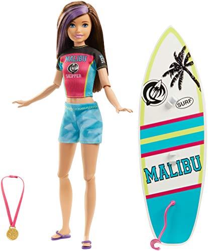 Barbie Dreamhouse Adventures, Skipper Hora del Surf muñeca con accesorio de deportes...